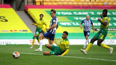 Trossard marque un très joli but avec Brighton
