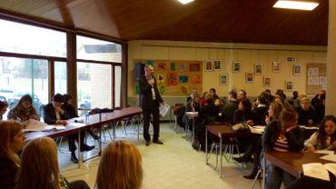 Elio Di Rupo et Catherine Houdart ont écouté attentivement les revendications de certains parents d'élèves