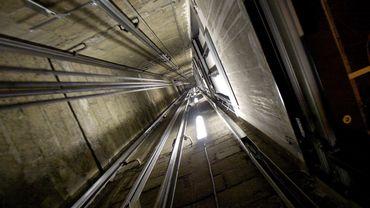 """Au Paraguay, le """"gestionnaire des ascenseurs"""" peut être un puits sans fond."""