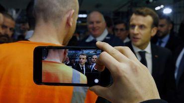 Visite d'Emmanuel Macron (d) dans une usine Toyota, à  Onnaing (Nord), le 22 janvier 2018