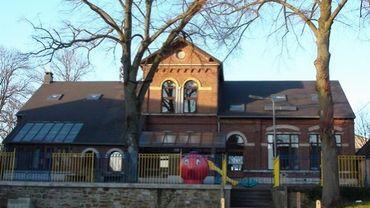 Suite à une panne d'électricité, les élèves de l'école communale maternelle d'Avennes (photo) ont dû être transférés dans une autre école.