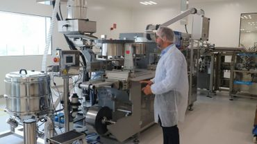 La firme pharmaceutique familiale belge Trenker a quitté Uccle et Braine-l'Alleud pour le zoning industriel de Nivelles. Pour ses 85 ans, l'entreprise s'est offerte un bâtiment flambant neuf, écologique, facile d'accès et très bien équipé. La firme y produit principalement des compléments alimentaires, mais aussi des médicaments et des dispositifs médicaux à haute valeur ajoutée.