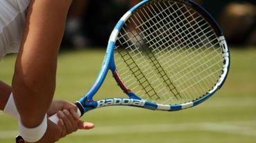 Le badmintennis se joue avec une raquette de tennis