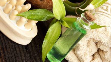 Les bénéfices de l'huile essentielle de Tea Tree sur le visage - © Catalina-Gabriela Molnar - Getty Images/iStockphoto