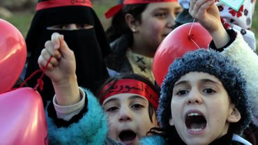 Des enfanst syriens vivant en Jordanie manifestent à Aman contre la répression dans leur pays d'origine