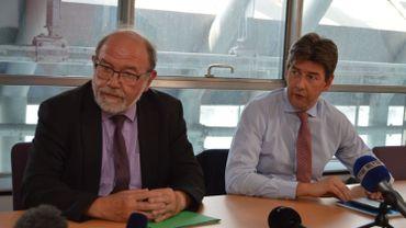 Le Procureur du roi Christian Henry (à gauche) à côté du Procureur Général Ignacio De la Serna, lors de la conférence de presse du Parquet ce mardi 22 mai