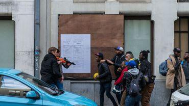 Le 25 septembre, une notice d'expulsion avait été remise, mais les sans-papiers avaient refusé de quitter l'hôtel Astrid. La situation s'est envenimée aujourd'hui