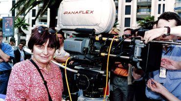 Agnès Varda derrière la caméra en 1994 au Festival de Cannes
