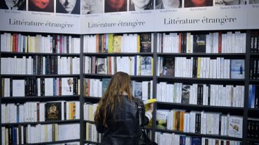 Face aux sites de vente en ligne et aux livres numériques, les petites librairies ont encore du mal à s'adapter.