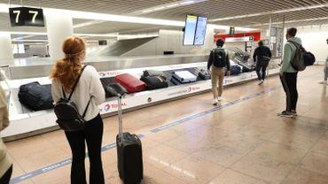 Coronavirus: les voyageurs revenant d'une zone rouge peuvent se faire tester sans passer par un médecin