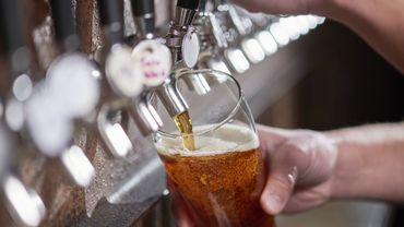 Étiquettes présentes sur les bouteilles de bière: vérifions aussi les lieux de production