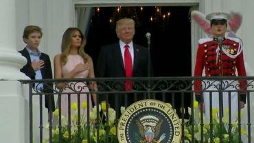 Le plus jeune fils et l'épouse de Donald Trump se sont souvenu avant lui de ce que l'on est censé faire de sa main droite durant l'hymne des Etats-Unis quand on en est le chef de l'Etat