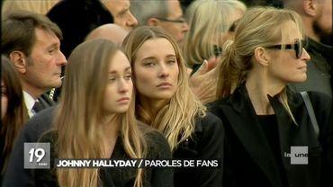 Emma et Ilona Smet, en compagnie de leur mère Estelle Lefébure (à droite) lors de l'hommage populaire à Johnny Hallyday.