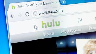 """L'abonnement mensuel de base à Hulu (""""La servante écarlate"""" notamment), qui contient de la publicité, va baisser de 2 dollars, à 5,99 dollars à partir de fin février, a indiqué la plateforme qui n'est disponible qu'aux Etats-Unis."""