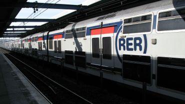 Des ados trouvent 5000 euros dans le RER et décident de rapporter l'argent