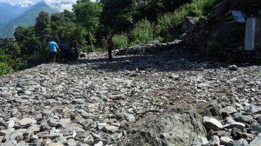 L'école du village de Paelep, à 2.200 mètres d'altitude, a été réduite à un tas de pierres.