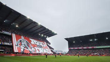 Des interdictions de stade possibles après la banderole polémique au Standard