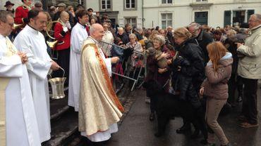 Le défilé des animaux devant le chanoine Huet pour la bénédiction