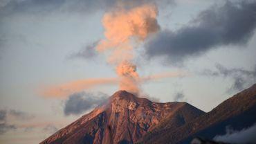 Guatemala: le Volcan de Fuego, proche de la capitale, entre en éruption