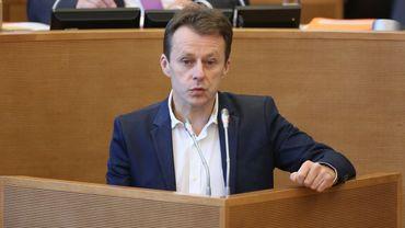 """Le niveau de contrôle à Charleroi """"est le même que dans l'ensemble des aéroports"""", a assuré le ministre."""