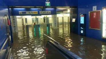 La station Erasme inondée.