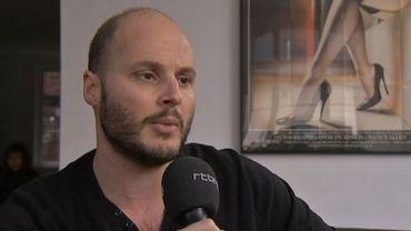 Fabrice Du Welz devant la tablette de Cinéstation