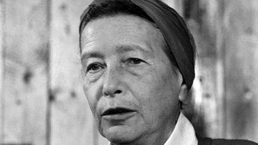 Simone de Beauvoir, icône du féminisme, en 1975, à Paris