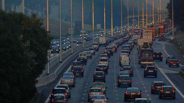 Collision en chaîne: l'autoroute E40 fermée à hauteur de Wetteren