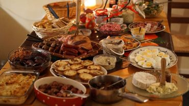 Avec les grèves qui secouent la France, se pose aussi la question des produits frais: arriveront-ils sur votre table pour les fêtes?