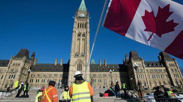 """Des """"gilets jaunes"""" manifestent devant le Parlement canadien à Ottawa, le 19 février 2019"""