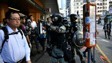 Des policiers dispersent des manifestants prodémocratie à Hong Kong, le 11 novembre 2019