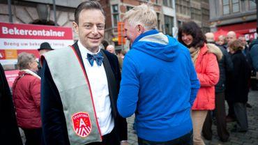 Bart De Wever chasse l'ancien slogan d'Anvers: un coût d'un demi-million