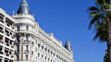 """France : l'hôtel Carlton de Cannes vend son mobilier aux enchères pour """"une part de glamour""""."""