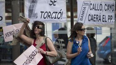 Manifestation contre les abus bancaires en Espagne devant la banque Bankia, samedi 2 juin