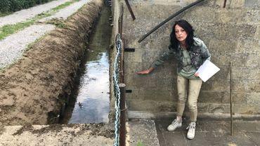 A Tourinnes-la-Grosse, il y a 1 an, l'eau du Mille est montée à environ 1m de haut dans une partie de la maison de Nathalie Dekempenart. Aujourd'hui, le cours d'eau a subi un curage. Ce qui améliore la capacité d'écoulement des eaux. L'habitante apprécie. Mais elle souhaite d'autres mesures de lutte contre les inondations. Car la maison familiale souffre des intempéries depuis plus de 40 ans!