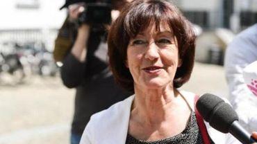 L. Onkelinx ne mettra pas les négociations bruxelloises à la remorque des fédérales
