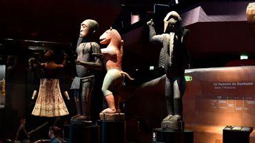 Les trois totems qui trônent au cœur du musée du quai Branly à Paris