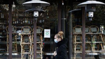 Coronavirus: la France attend un confinement allégé, beaucoup de questions en suspens
