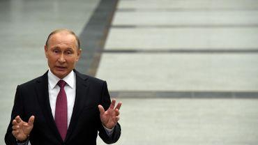 """Les sanctions américaines """"compliqueront"""" les relations USA-Russie, annonce Poutine"""