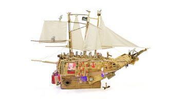 Le bateau réalisé par Alain Meert, un des artistes phare des ateliers du Creahm Liège auquel le Trinkhall est intimement lié.