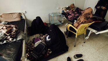 Une famille provenant de Baghouz, les enfants sont soignés à l'hôpital.