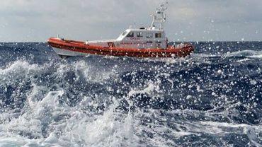 Un bateau des gardes-côtes italiens  patrouille près de Lampedusa, le 5 octobre 2013
