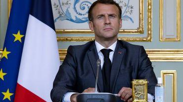 Le président français Emmanuel Macron assiste depuis l'Elysée, à Paris, au sommet sur le climat organisé par visioconférence, le 22 avril 2021