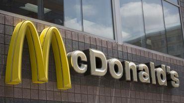Le géant américain de la restauration rapide McDonald's entend réduire  l'usage du plastique sur son marché européen, où la législation est de plus en plus restrictive.