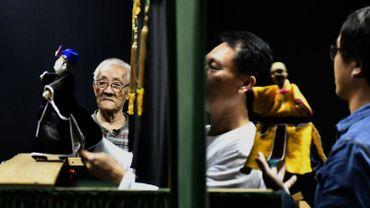 Un documentaire rend hommage à Chen Hsi-huang (à gauche), un marionnettiste taïwanais de 87 ans