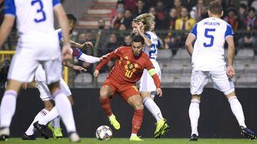 Eden Hazard fait face à quatre Islandais