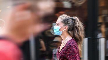 Il ne sera plus obligatoire de porter un masque à l'extérieur, sauf dans les lieux très fréquentés.