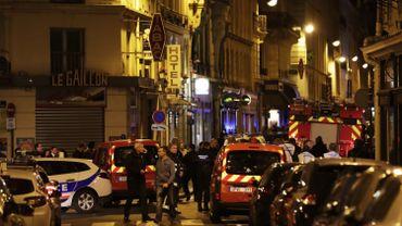 Un homme armé d'un couteau fait 4 blessés et 1 mort à Paris avant d'être abattu