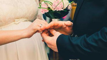 L'écart d'âge au mariage entre conjoints reste étonnamment stable.