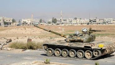 Photo fournie par l'agence officielle Sana d'un char près de Damas, le 17 octobre 2013